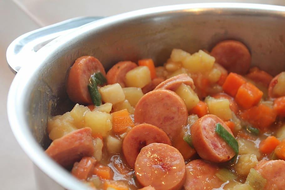 Estofado de salchichas con zanahorias